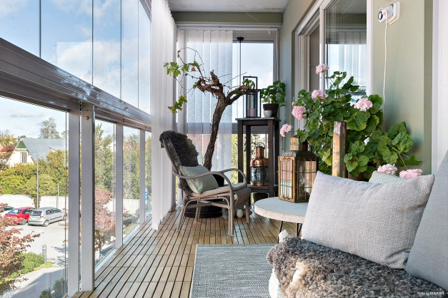 Inglasad möblerbar balkong