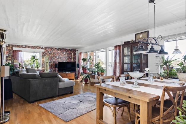 Vardagsrum med integrerat matrum