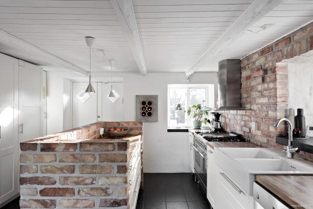 Snyggt och charmigt kök med bla gasspis