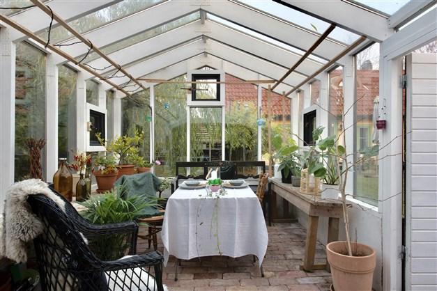 Växthuset/vinterträdgården med isolerglas