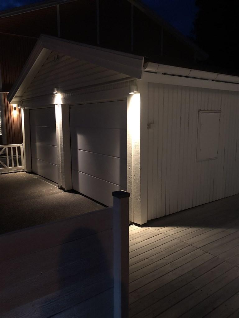 Fin belysning på garaget (säljarens bild)