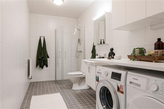 Duschrum med tvättavdelning