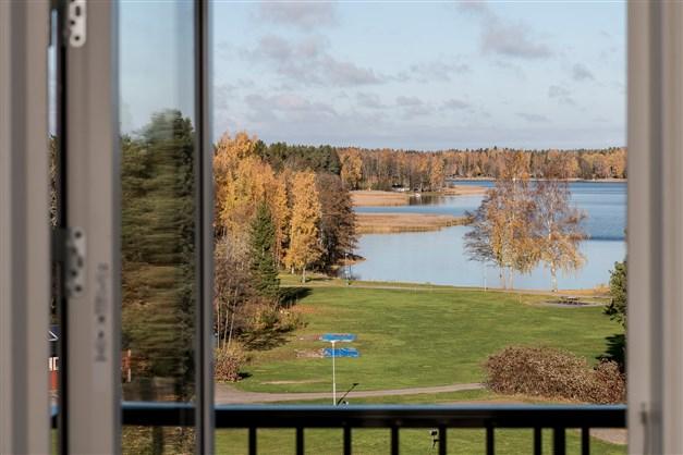 Utsikt från lägenhetens andra balkong som ligger från köket
