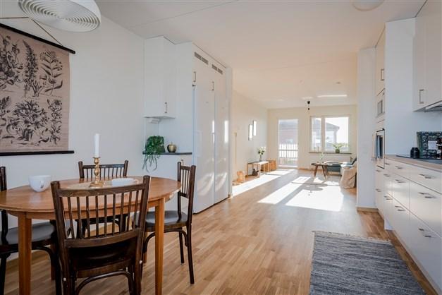 Kök och matplats möblerad