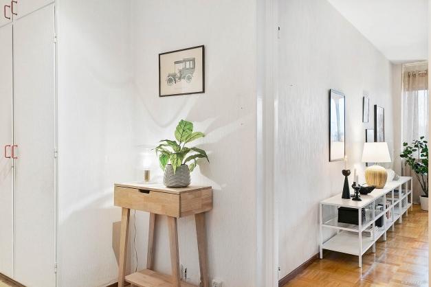 INRE HALL - Möblerbar hall med ljus både från vardagsrum och kök