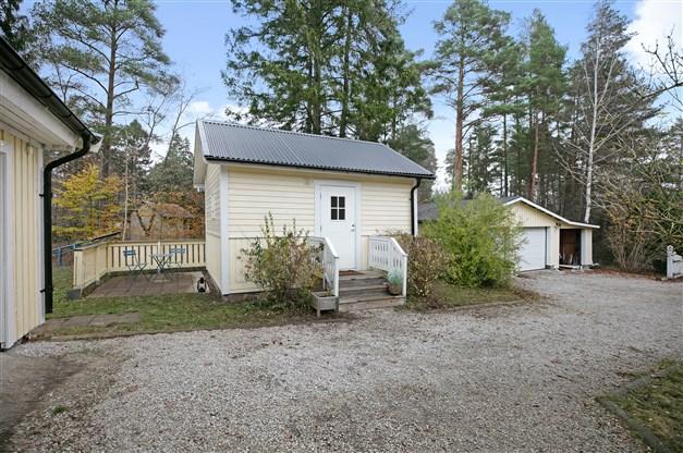 Gäststuga och garage
