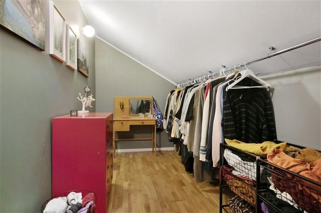 Sovrum 4 med walk in closet