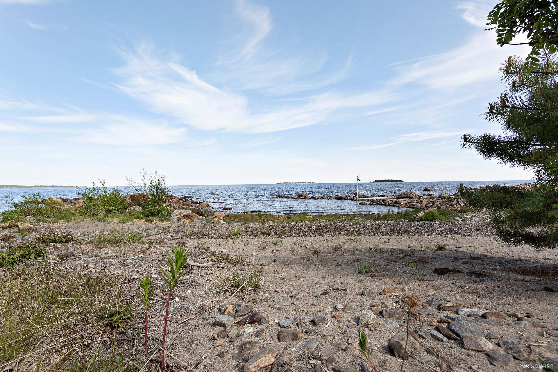 Havstomt med egen strand och pir