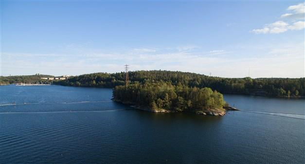 Utsikt från balkongen över Lännerstasundet, Mårtens Holme och Saltsjöbaden