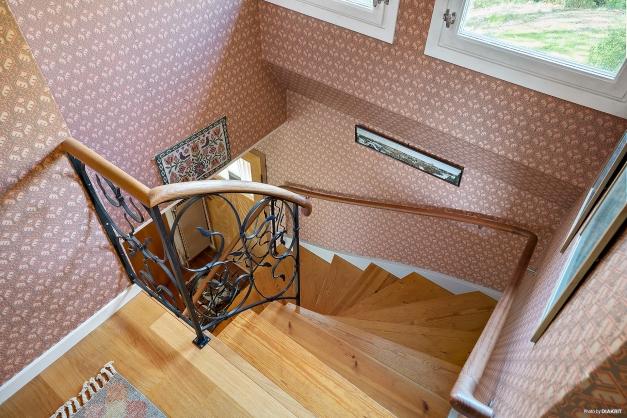 Detaljbild av trappan från övervåningen
