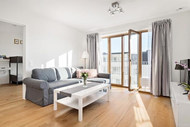 Vardagsrum mot sovrum 1 och balkong