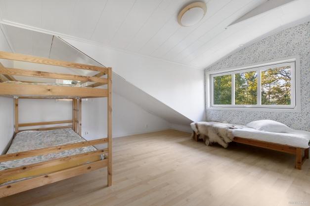 Sovrum tre ovanvåning mot söderläge