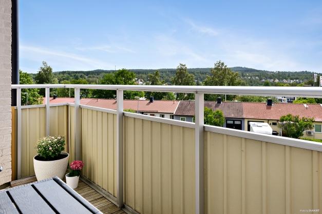 Rymlig balkong med fint solläge.