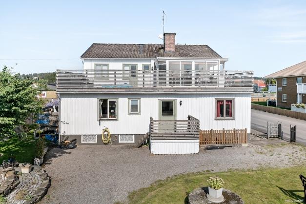 Hyresfastighet där lägenheten på andra våning om 5 rok blir ledig för köparen.