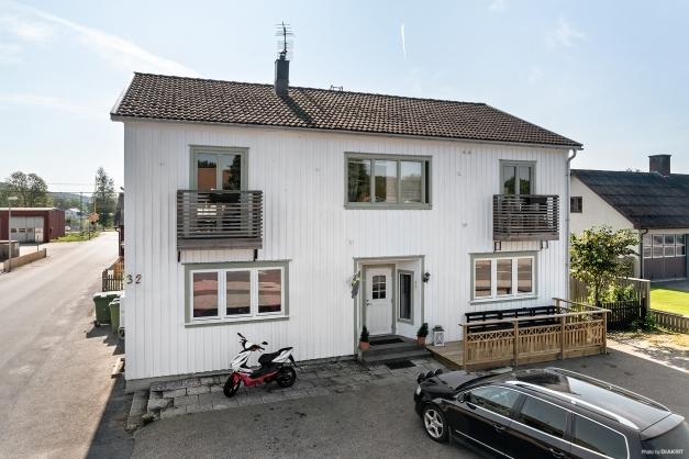 Huset rymmer totalt 5 lägenheter.