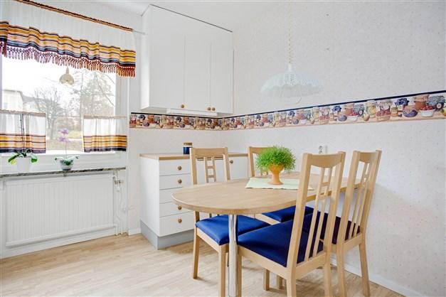 I köket finns plats för mindre köksmöbel.
