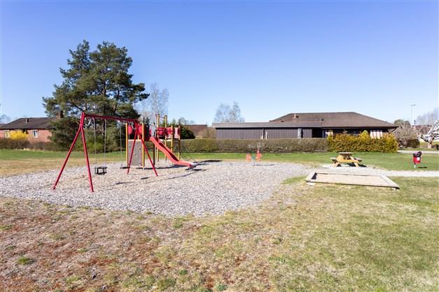 Lekplats finns på området.