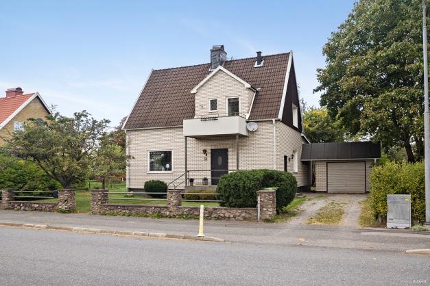Välkommen till Industrigatan 59, Nässjö. 1 1/2-plans villa med källare. Byggår 1921 med tillbyggnad år 1968.