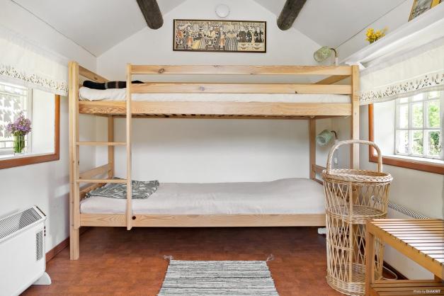 Sovstuga med våningssäng