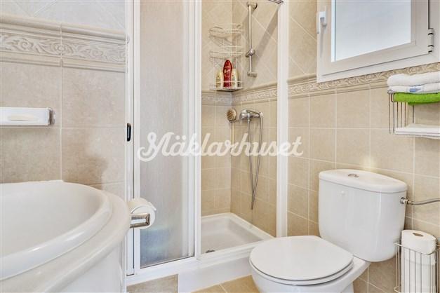 Badrum 1 - helkaklat med dusch