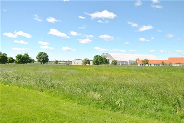 Områdesbild - i närheten ligger sportcentrum och Birger Sjöberg gymnasiet (arkivbild)