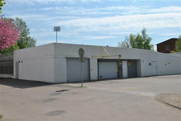 Parkeringsmöjlighet och garagedäck finns i precis närheten (separat kö till båda)