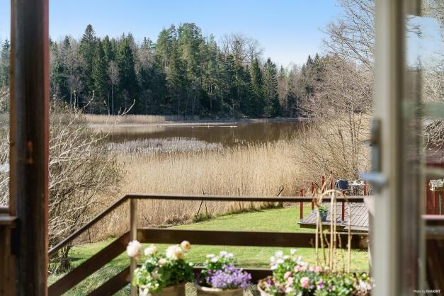 Utsikt från uterummet mot sjön
