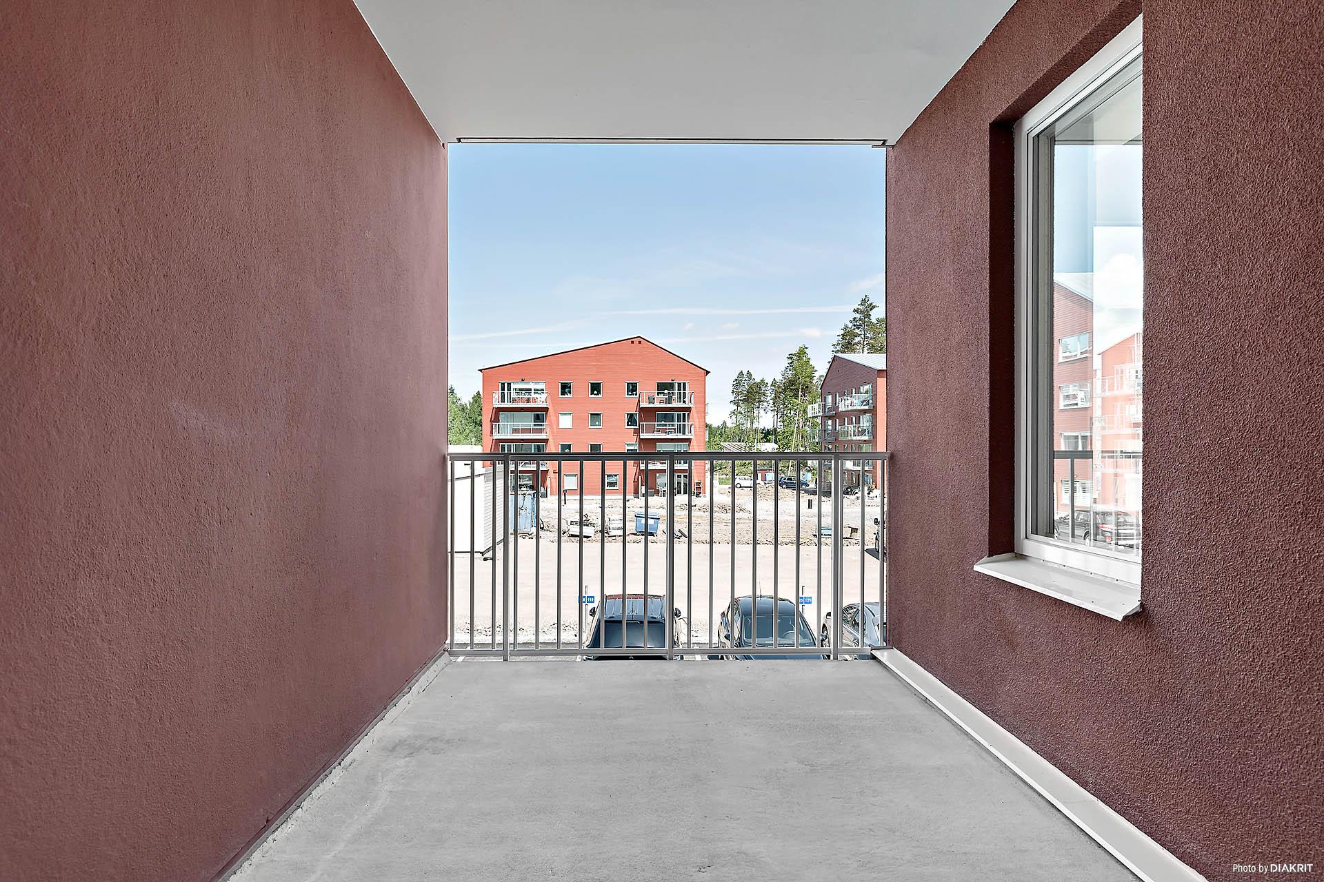 Inbyggd balkong i anslutning till entrén