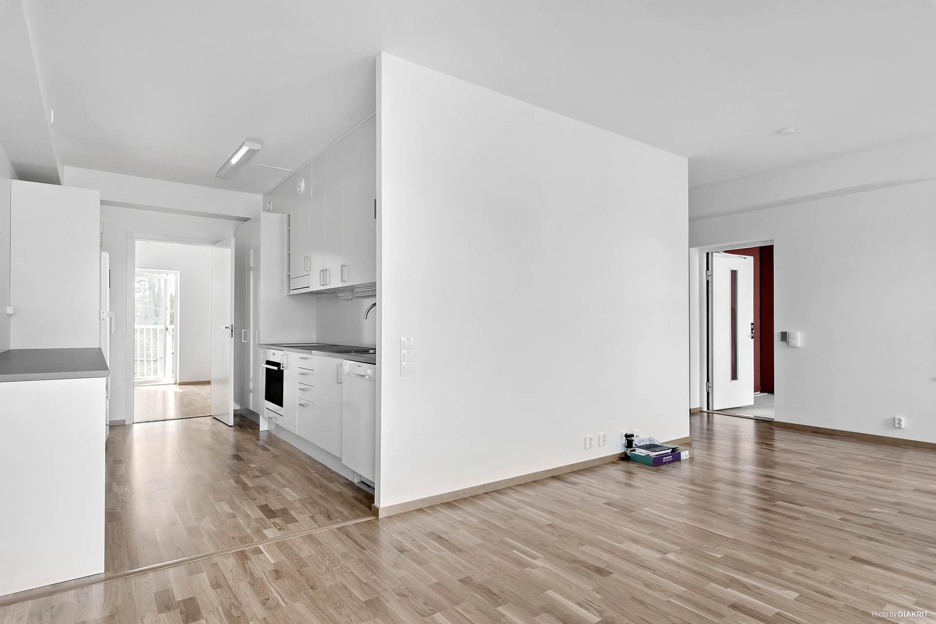 Vardagsrum i vinkel med kök