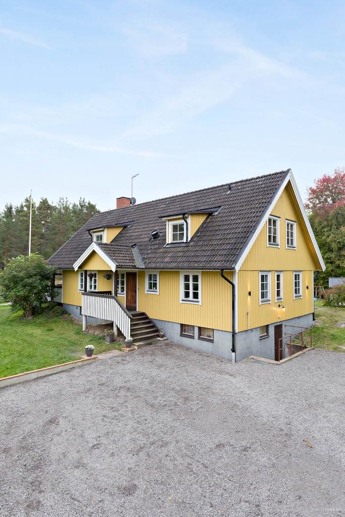 Rejält hus i lantlig miljö