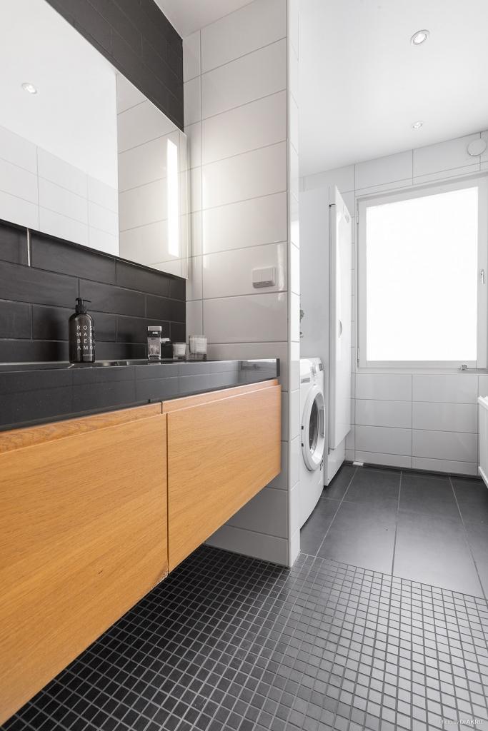 Dubbelkommod och tvättmaskin