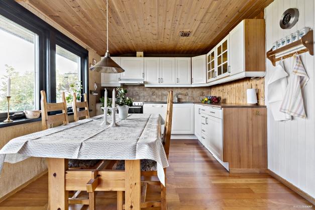 Längst in i bostaden finns köket