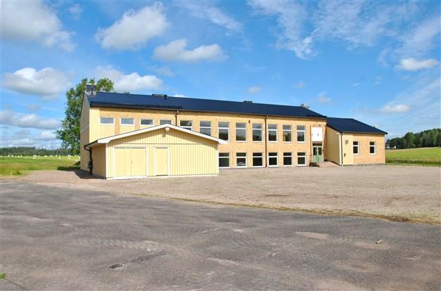Närmaste delen är en tillbyggd del om ca 70 m² och från 2012