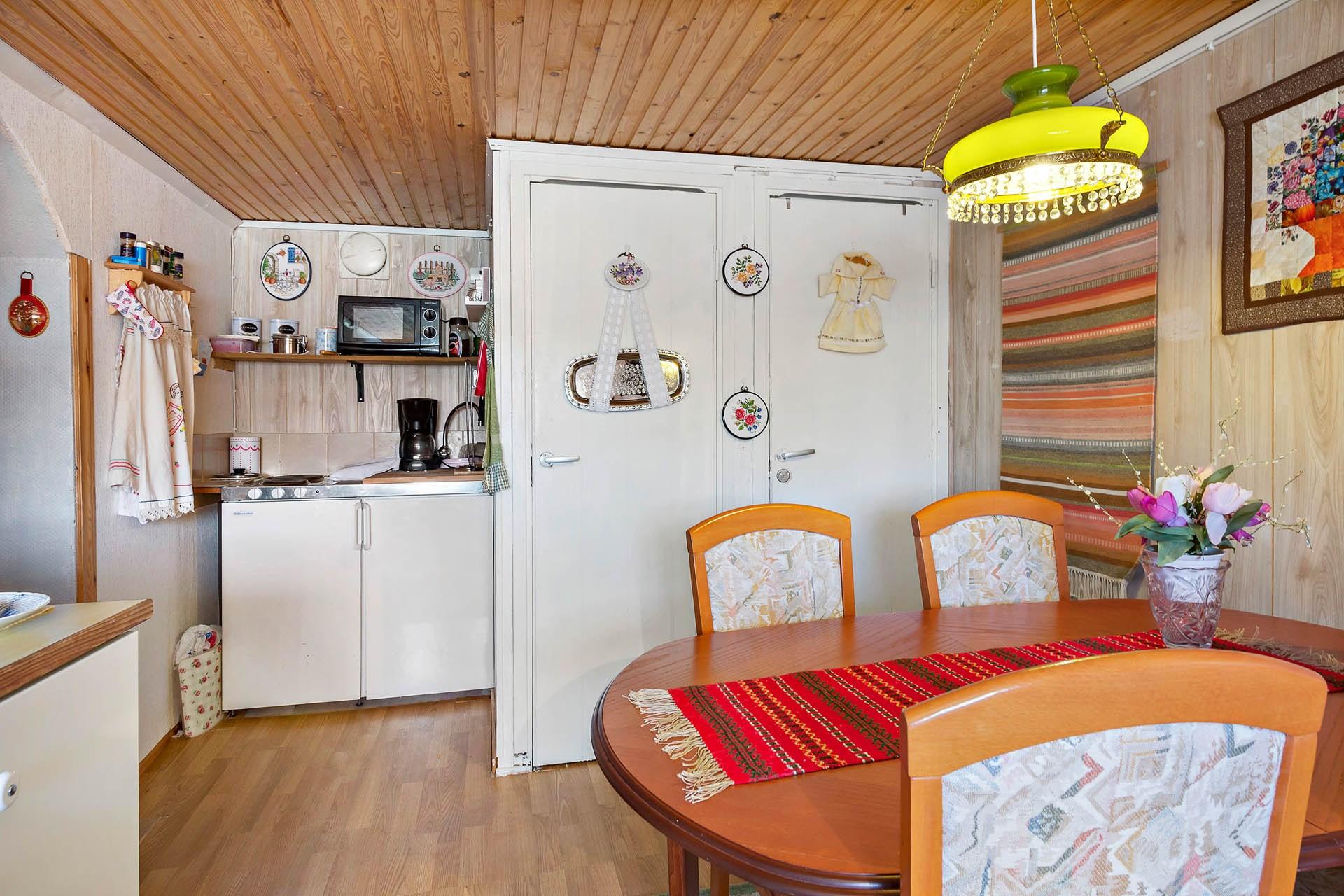 Vardagsrummet mot köket