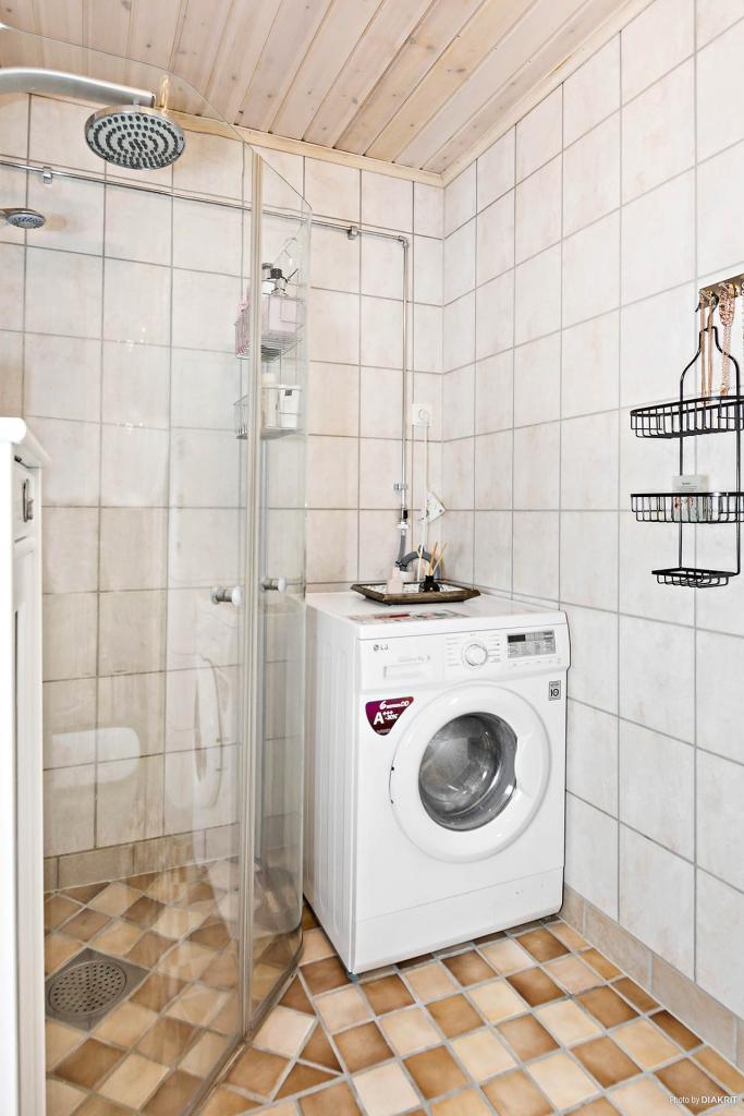 Fräscht duschrum med klinker & golvvärme.