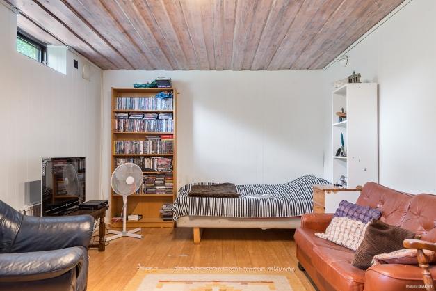 Gillestuga/Sovrum 5 på källarplan