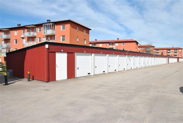 Garage i länga (separat kö)