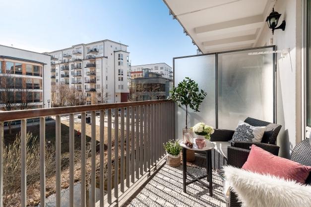 Härlig balkong i soligt, insynsfritt syd/västläge