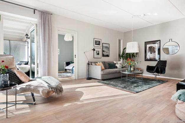 Lättmöblerat vardagsrum