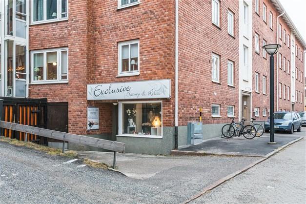 Välkommen till Norra Kyrkogatan 13. I Brf Gamla Lasarettets källarplan finns en hyresledig lokal