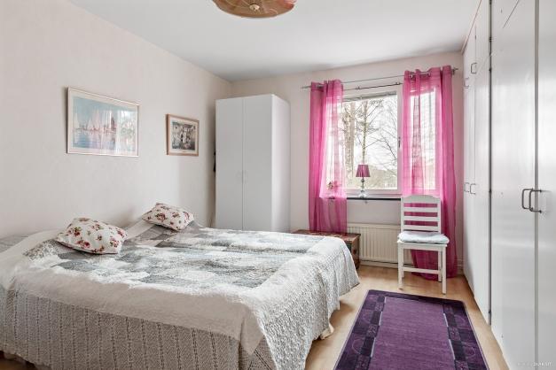 Sovrum med flera garderober