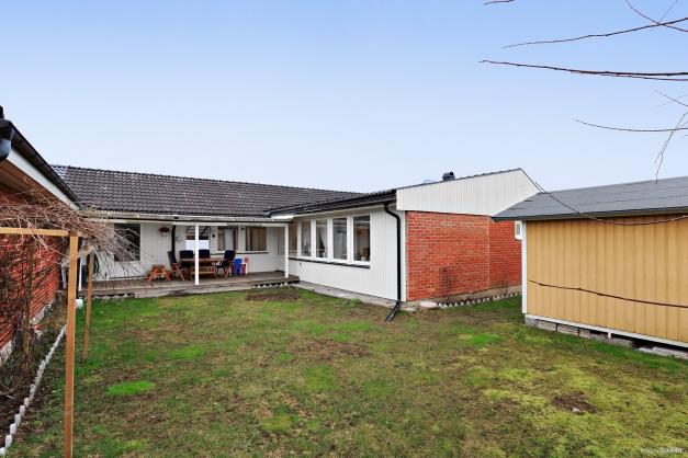 1 plans hus 141 m² med 6 rok varav 4 sovrum