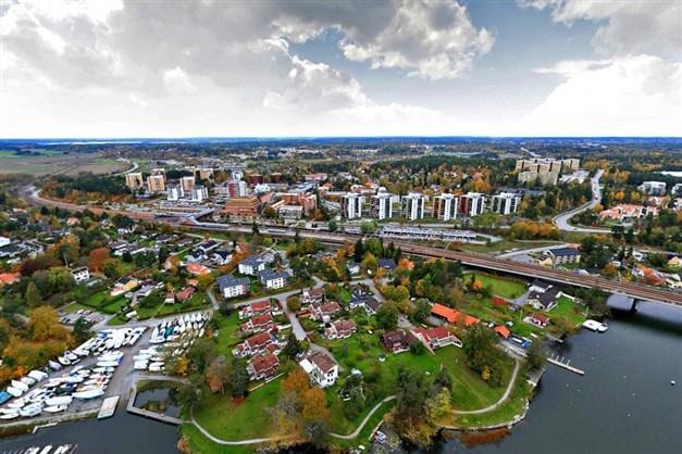 Kungsängen centrum med 27 min pendeltåg till T-centralen.