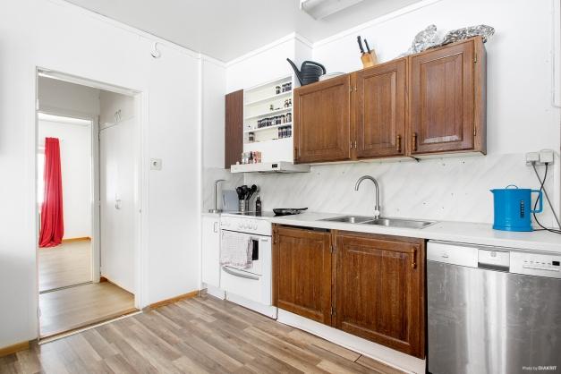 Ljust kök i lägenhet på entréplan