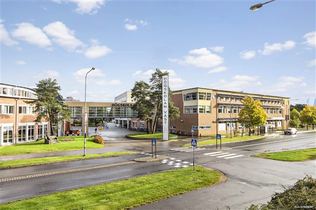 Högskolan väst drygt 1 km från lägenheten
