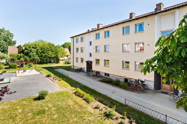 Entrésidan, lägenheten längst ner till höger