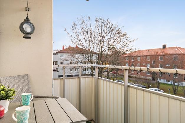 Balkong med söderläge mot innergården