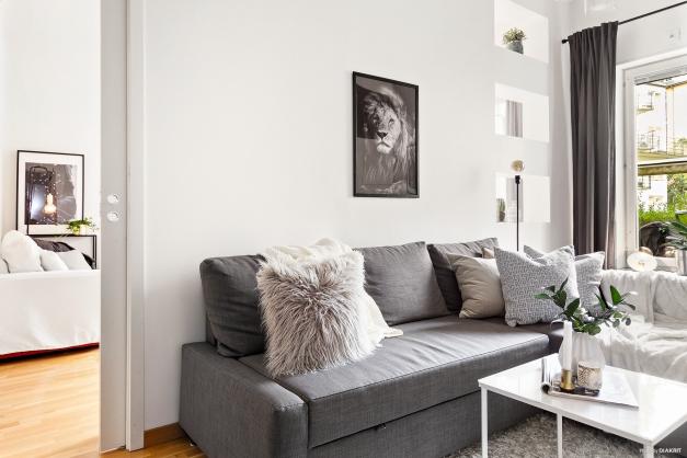 Tv-rum/sovrum mot vardagsrum