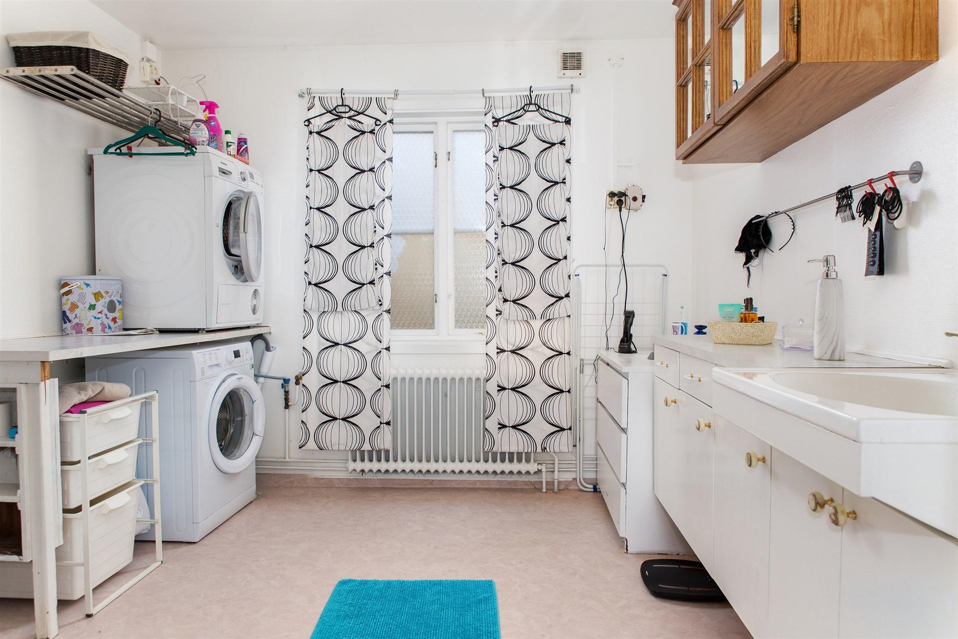 Duschrum (Försäkringsbolag är inkopplat angående duschrummet - kontakta mäklaren för mer information).