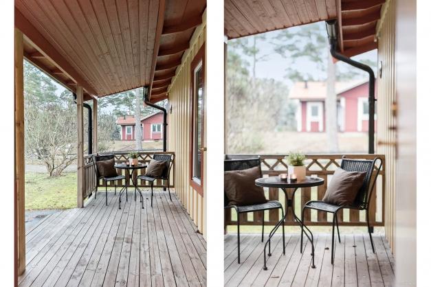 Stig in genom den överbyggda verandan